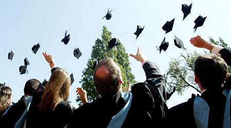 Холандия финансира български студенти, чиито родители са с доход под 90 хиляди лева годишно