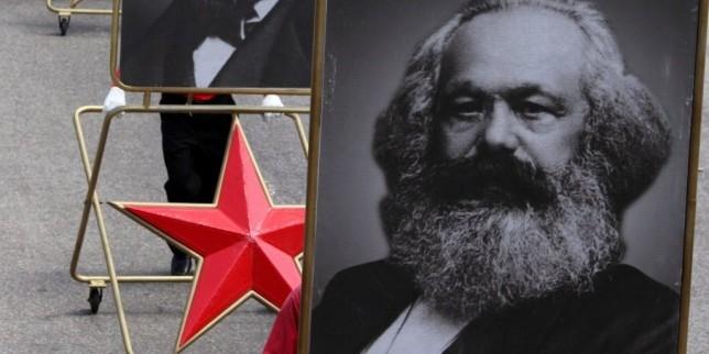 Майки на бунт срещу Маркс