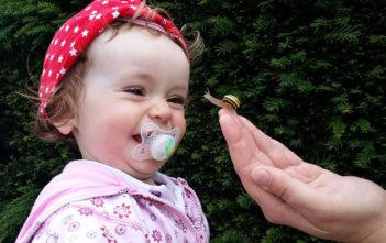 бебе с биберон