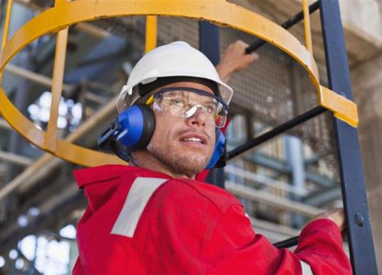 Защитавайте очите си ако работите при вредни условия на труд